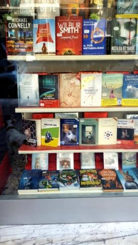 Tra i libri, in vetrina